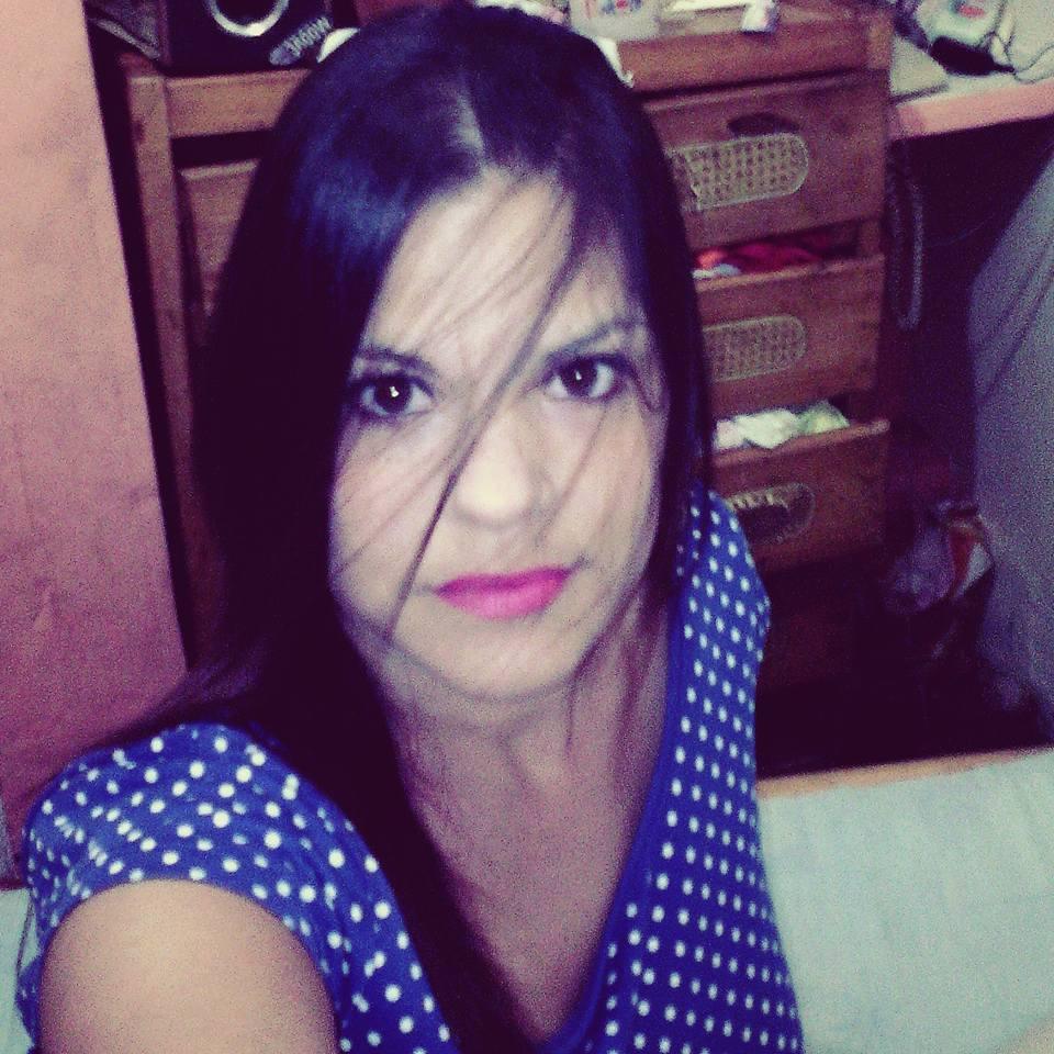Conocer mujer de Caracas acariciando
